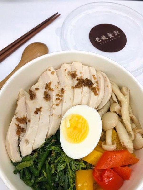 [台北古亭] 老號食廚。古亭健康餐盒。上班族的健康從吃開始。麻油水嫩雞