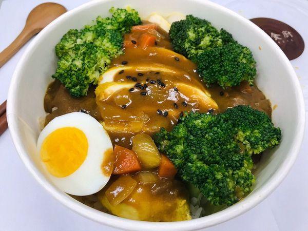 [台北古亭] 老號食廚。古亭健康餐盒。上班族的健康從吃開始。咖哩水嫩雞