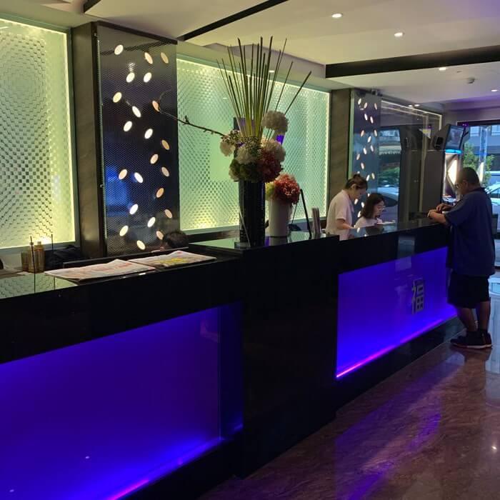 [礁溪住宿] 福岡6號溫泉飯店。LOBBY報到櫃台