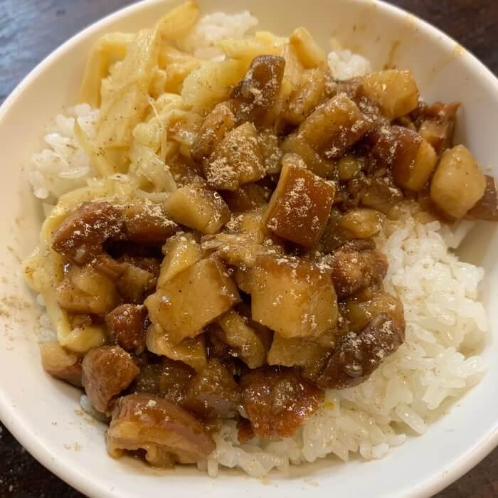 [新竹美食] 阿明滷肉飯,滷肉飯撒胡椒粉