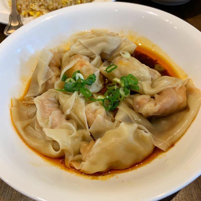 [中永和美食] 五草車中華麵食館永和店。紅油蝦仁抄手