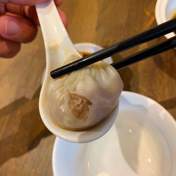 [中永和美食] 五草車中華麵食館永和店。小籠包爆汁