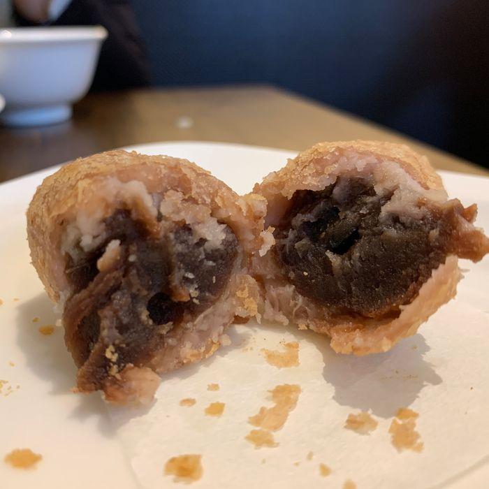 [中永和美食] 五草車中華麵食館永和店。芋泥球內陷