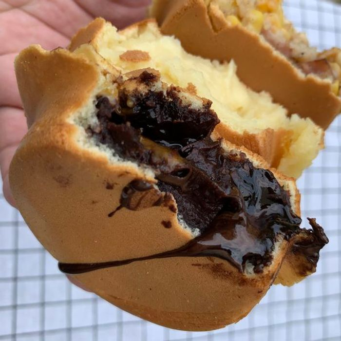 [新竹甜點] 路易獅紅豆車輪餅。巧克力