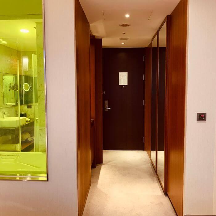 新竹芙洛麗大飯店/浴室和大門