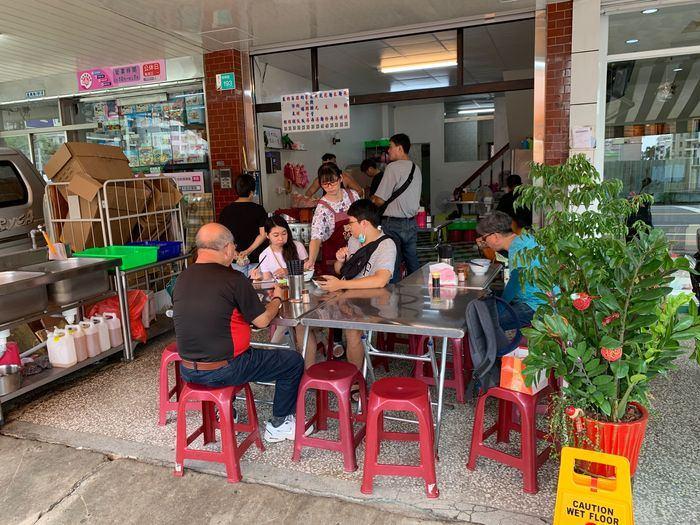 [台南美食]光明街無名肉燥飯內用座位