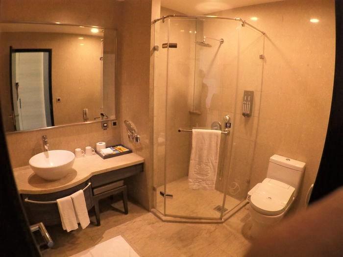[台南安平住宿]臺邦商旅。商務商人房浴室