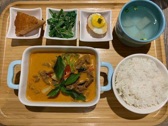新竹竹北泰式異國料理/505THAI泰式定食/椰香紅咖哩牛肉定食