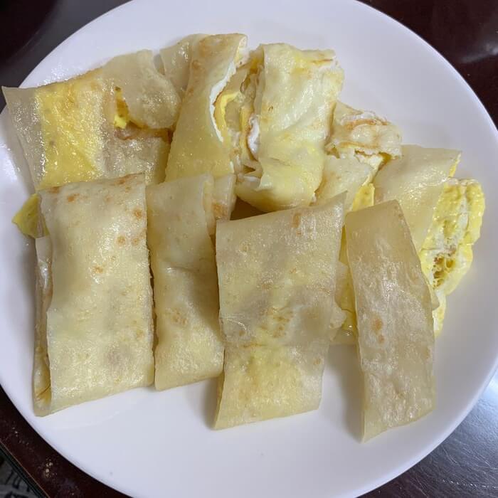 新竹阿婆早餐麵店/十八尖山新竹高中附近美食早餐午餐推薦/美味的背後藏著令人動容的堅毅故事/雙黃蛋餅