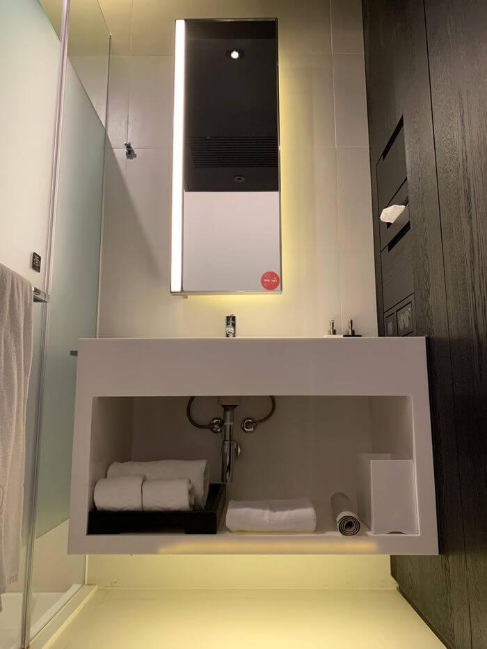 台南東區住宿/老爺行旅The Place Tainan/台南住宿飯店酒店推薦/設計風格結合在地元素飯店標準雙人房浴室