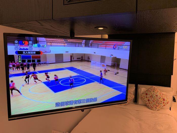 台南東區住宿/老爺行旅The Place Tainan/台南住宿飯店酒店推薦/設計風格結合在地元素飯店Panasonic的TH-40A400W可翻轉電視