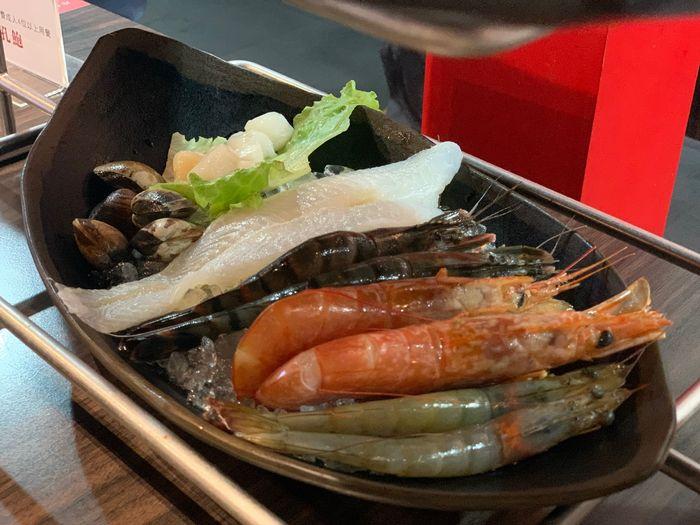 新竹鴛鴦鍋火鍋吃到飽推薦/銅話鍋物/芙洛麗大飯店二樓餐廳天使紅蝦、藍鑽蝦、東石蛤蜊