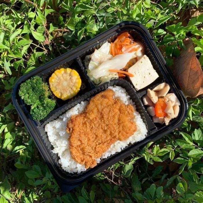 新竹會議便當外送推薦/飛航模式餐盒專賣店/竹南也有送噢/卡啦酥脆雞腿排
