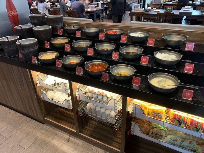 新竹鴛鴦鍋火鍋吃到飽推薦/銅話鍋物/芙洛麗大飯店二樓餐廳醬料