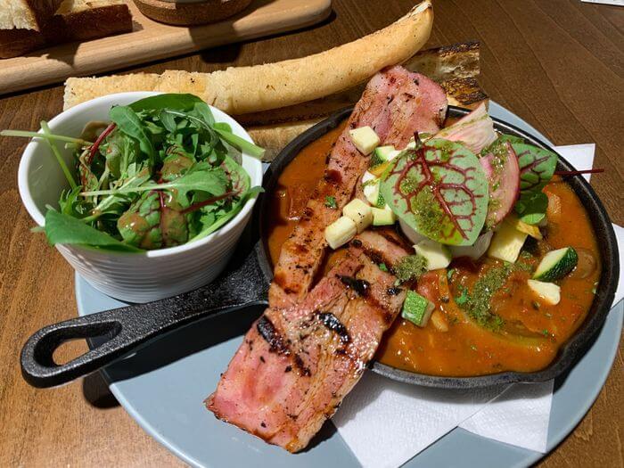 新竹竹北早午餐推薦/二十四分之一早午餐手作麵包/煙燻番茄燉菜佐水波蛋
