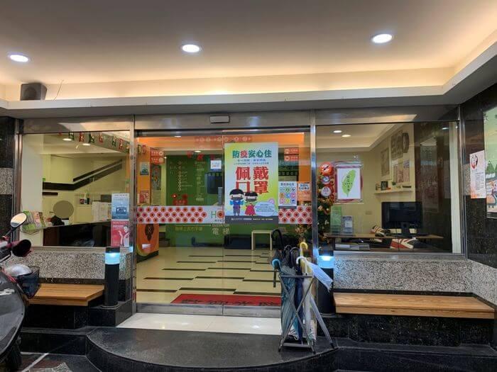 新竹火車站休息推薦/柿子紅快捷旅店/新竹市區10間休息價格整理/LOBBY外面