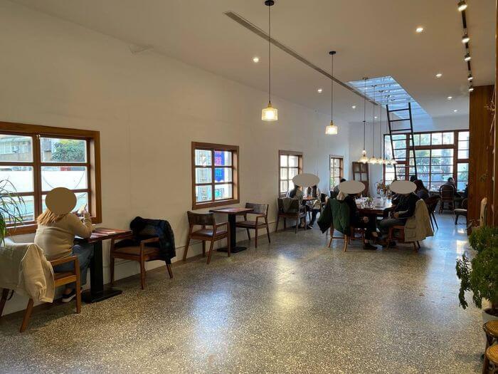 新竹不限時咖啡廳推薦/貳參咖啡/二樓內用座位區