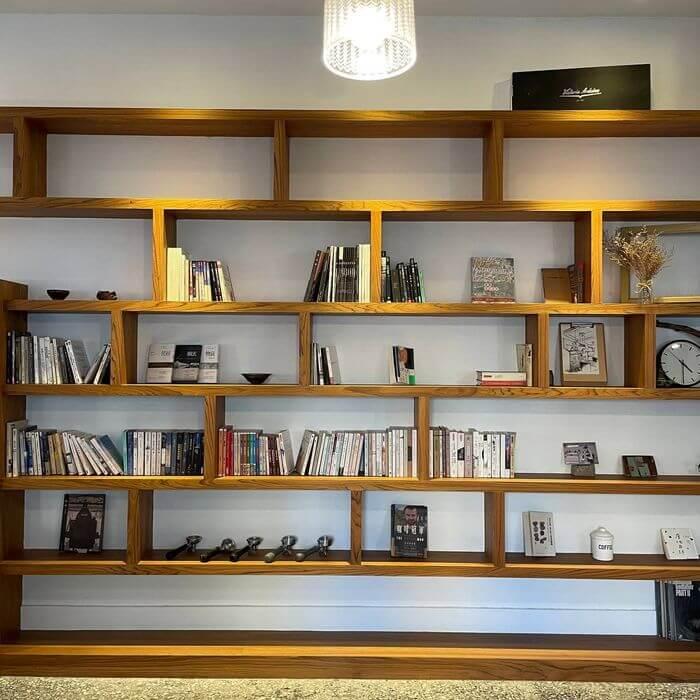 新竹不限時咖啡廳推薦/貳參咖啡/二樓大書架
