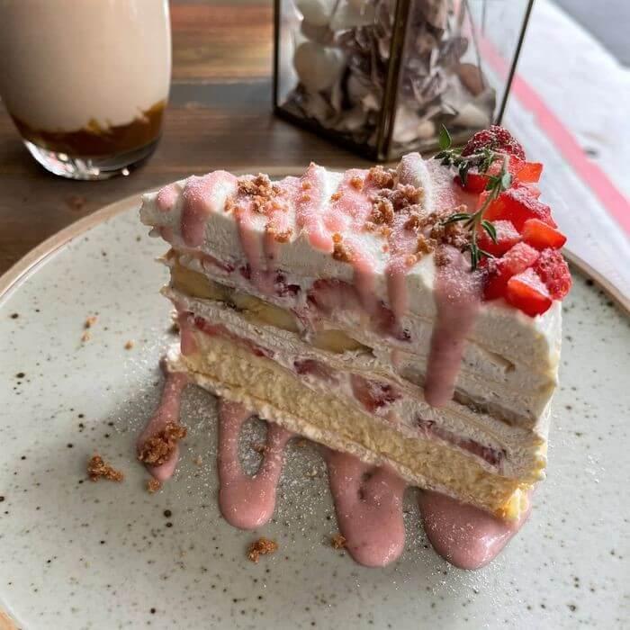 OZ Cafe & Bistro/台北信義區捷運象山101站附近早午餐推薦/草莓香蕉起司千層