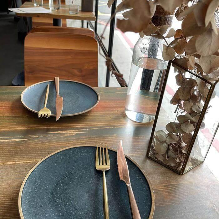 OZ Cafe & Bistro/台北信義區捷運象山101站附近早午餐推薦/內用座位區