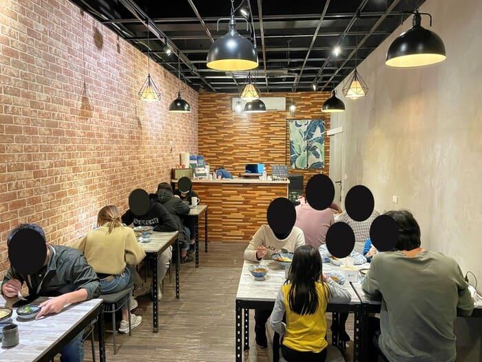 墨村食所MoCun/台中逢甲大學夜市附近咖哩飯推薦/好吃份量大又不貴CP值很高/內用區域