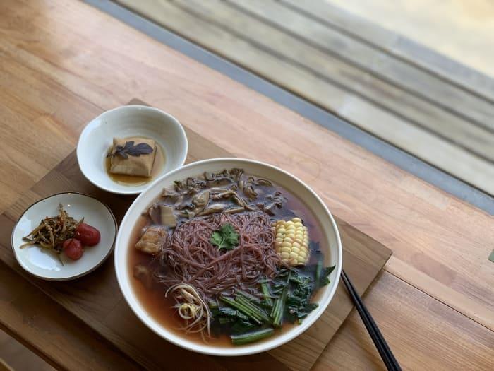 [新竹素食] 或者書店/或者蔬食/又是書店又是素食餐廳/竹北美食推薦/百菇米粉湯