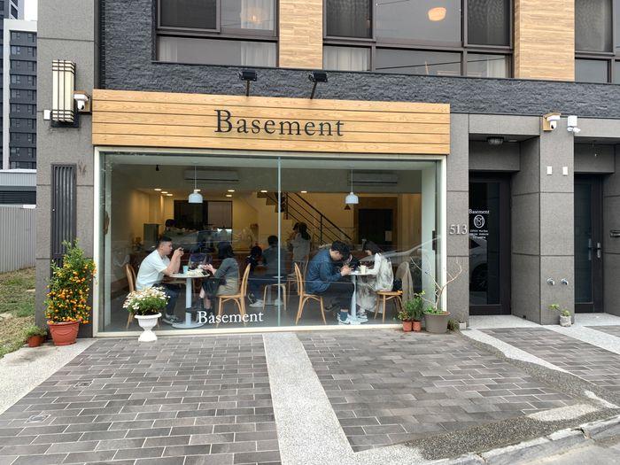 Basement Cafe/新竹韓系質感咖啡館/新竹公道五路推薦早午餐下午茶咖啡廳/大門