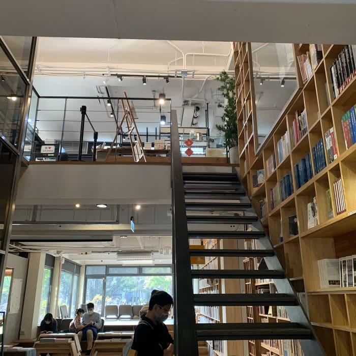 [新竹素食] 或者書店/或者蔬食/又是書店又是素食餐廳/竹北美食推薦/二樓