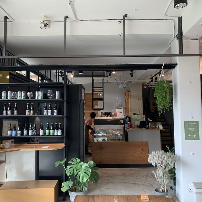 [新竹素食] 或者書店/或者蔬食/又是書店又是素食餐廳/竹北美食推薦/內用區域