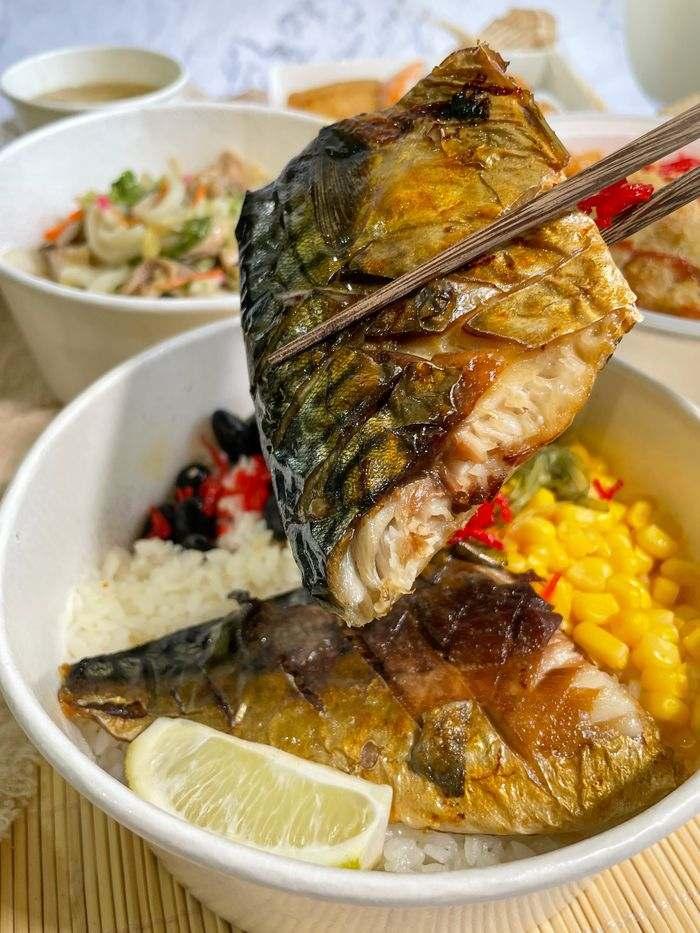 [新竹美食]魚町日式丼飯/東大路二段170號/超好吃鯖魚/推薦平價日式料理店/鯖魚