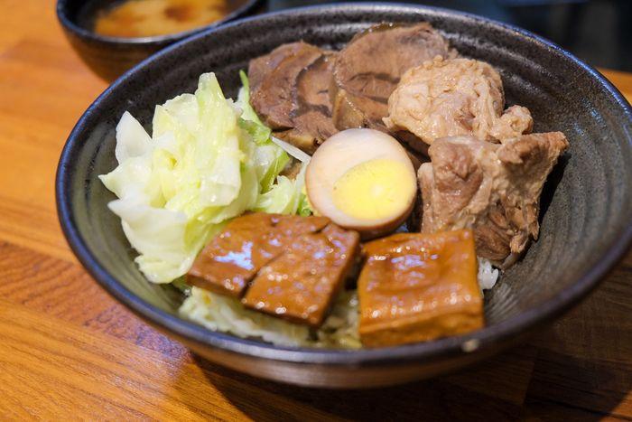 [北屯美食]牛喝湯,台中北屯超好吃牛肉麵,湯很清卻很濃。綜合飯牛肉軟骨