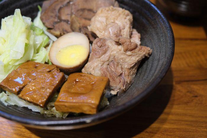 [北屯美食]牛喝湯,台中北屯超好吃牛肉麵,湯很清卻很濃。軟骨