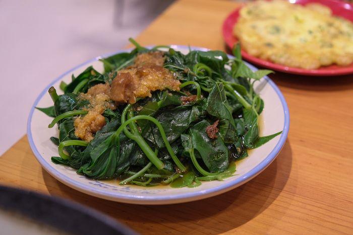 [北屯美食]牛喝湯,台中北屯超好吃牛肉麵,湯很清卻很濃。地瓜葉