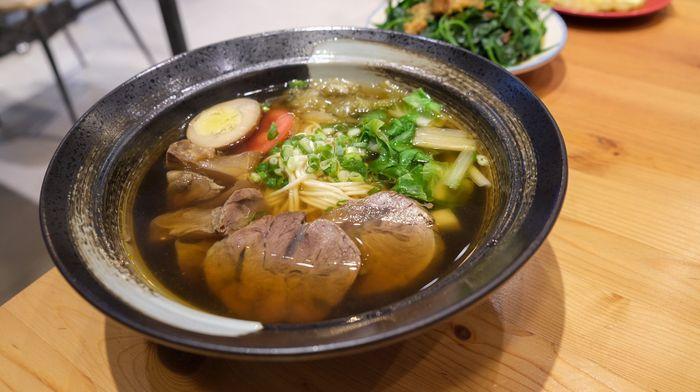 [北屯美食]牛喝湯,台中北屯超好吃牛肉麵,湯很清卻很濃。半筋半肉牛肉麵
